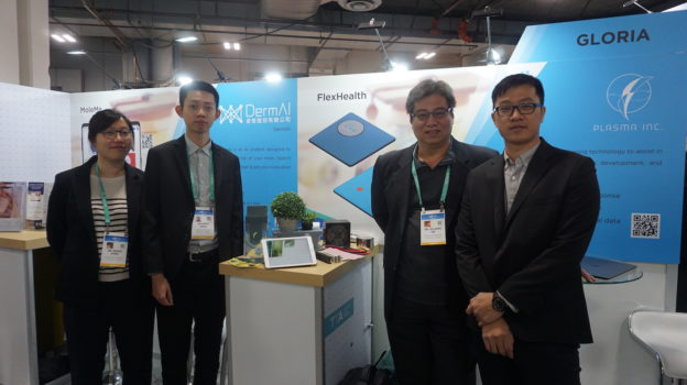 FCU GLORIA Assists Startup team from Feng Chia University to exhibit at CES 2020